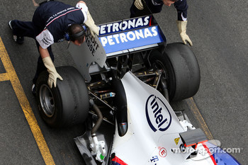 As BMW runs KERS the mechanics wear special gloves to touch the car and to minimize risk of electrical accidents, Nick Heidfeld, BMW Sauber F1 Team, Interim 2009 car, detail