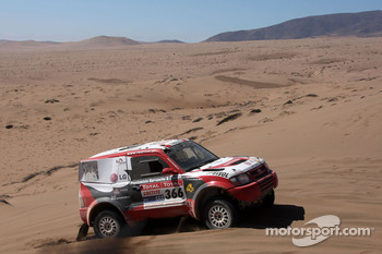 #366 Mitsubishi Pajero: Francisco Inocencio and Paulo Fiuza