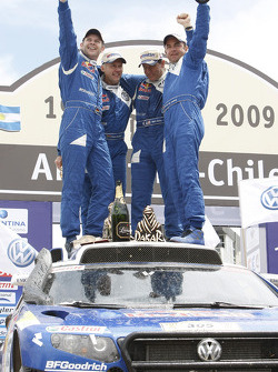 Car category podium: winners Giniel De Villiers and Dirk Von Zitzewitz, second place Mark Miller and Ralph Pitchford celebrate