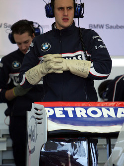 Technical detail, a mechanic with gloves