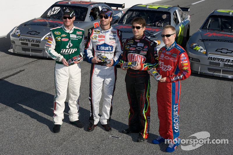 Hendrick Motorsport präsentiert seine Fahrzeuge zur 25. Jubiläumssaison: Dale Earnhardt Jr., Jimmie Johnson, Jeff Gordon und Mark Martin