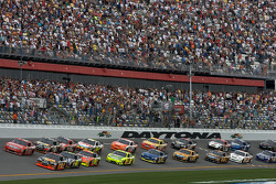 Start: Martin Truex Jr., Earnhardt Ganassi Racing Chevrolet, and Bill Elliott, Wood Brothers Racing Ford lead the field