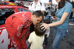 Juan Pablo Montoya, Earnhardt Ganassi Racing Chevrolet, gives a kiss to his son Sebastian before getting in his car