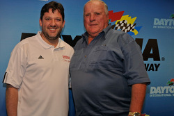 Press conference: Tony Stewart, Stewart-Haas Racing Chevrolet, and racing legend Foyt