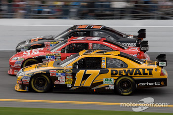 Matt Kenseth, Roush Fenway Racing Ford, Tony Stewart, Stewart-Haas Racing Chevrolet, Denny Hamlin, Joe Gibbs Racing Toyota