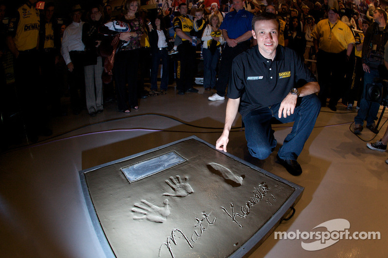 Champion's breakfast: Matt Kenseth, Roush Fenway Racing Ford, poses with his Daytona 500 champion cement plate