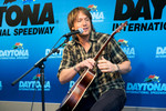 Press conference: Keith Urban performs during his press conference
