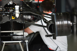 McLaren Mercedes, MP4-24, front suspension, detail