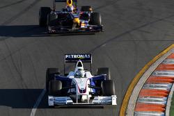Nick Heidfeld, BMW Sauber F1 Team, F1.09 leads Mark Webber, Red Bull Racing, RB5