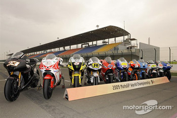 Photoshoot: 2009 MotoGP bikes group shot