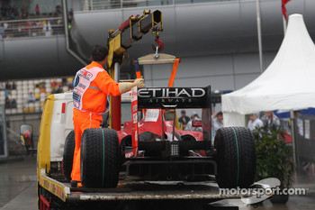 Car of Felipe Massa, Scuderia Ferrari returing after stopping on track