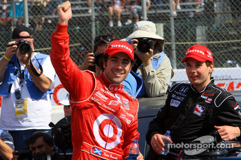 Race winner Dario Franchitti, Target Chip Ganassi Racing, celebrates