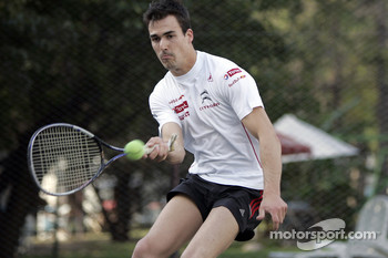Daniel Sordo plays tennis