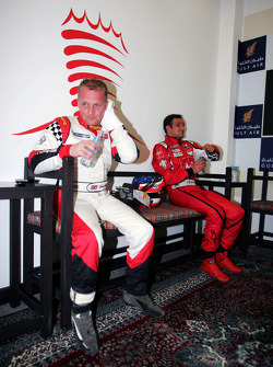 Race winner Johnny Herbert JMB cools down before the podium with third placed Vitantonio Liuzzi UP Team
