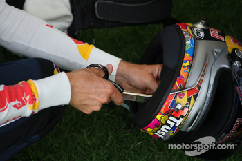 Sebastian Vettel, Red Bull Racing cut something on his helmet