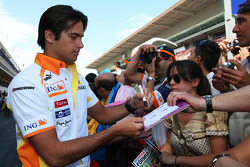 Nelson A. Piquet, Renault F1 Team signing autographs for the fans
