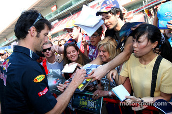 Mark Webber, Red Bull Racing signing autographs for the fans