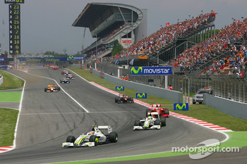 Restart: Rubens Barrichello, Brawn GP leads Jenson Button, Brawn GP