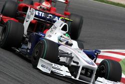 Nick Heidfeld, BMW Sauber F1 Team leads Kimi Raikkonen, Scuderia Ferrari