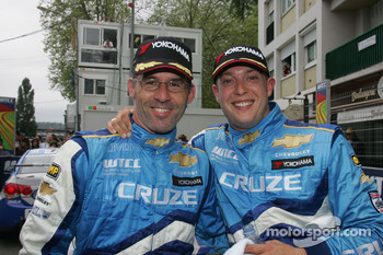 Race winner Alain Menu, Chevrolet, Chevrolet Cruze and 3rd, Robert Huff, Chevrolet, Chevrolet Cruze