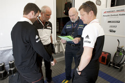 Romain Dumas, Porsche racing engineer Roland Kussmaul, Olaf Manthey and Emmanül Collard