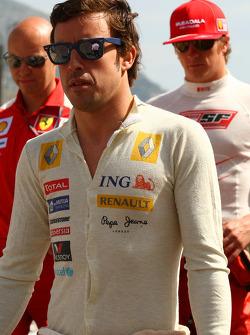 Fernando Alonso, Renault F1 Team and Kimi Raikkonen, Scuderia Ferrari