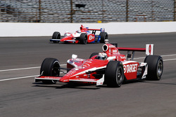 Scott Dixon enters the pits, Hideki Mutoh still on track