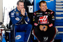 Kurt Busch, Penske Racing Dodge and Ryan Newman, Stewart-Haas Racing Chevrolet