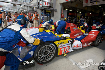 #10 Team Oreca-Matmut-AIM Oreca 01 AIM: Stéphane Ortelli, Bruno Senna, Tiago Monteiro in the pits for damage repair and driver change