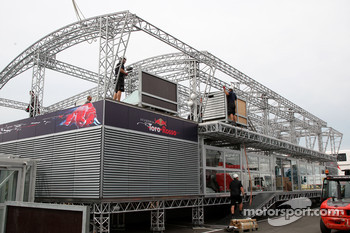 Preperations in the paddock, the energy station is constructed