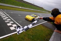 #4 PK Carsport Corvette C6R: Mike Hezemans, Anthony Kumpen takes the checkered flag