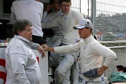 Norbert Haug, Motorsport chief Mercedes, Gary Paffett, Team HWA AG, AMG Mercedes C-Klasse, Paul di Resta, Team HWA AMG Mercedes C-Klasse, Ralf Schumacher, Team HWA AMG Mercedes C-Klasse