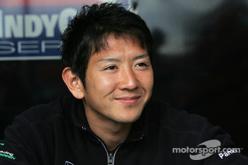 Autograph session: Hideki Mutoh, Andretti Green Racing