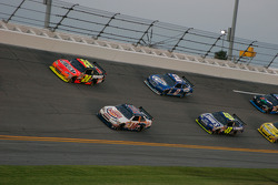 Pace lap: Tony Stewart, Stewart-Haas Racing Chevrolet and Jeff Gordon, Hendrick Motorsports Chevrolet lead the field