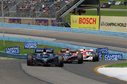 Marco Andretti, Andretti Green Racing leads Justin Wilson, Dale Coyne Racing and Ryan Briscoe, Team Penske