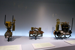 The pionners and the invention of the automobile: 1889 Daimler 1.5 hp two-cylinder engine, 1899 Benz 5 hp two-cylinder flat engine, 1894 Daimler 5 hp four-cylinder engine