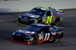 Denny Hamlin, Joe Gibbs Racing Toyota and Jeff Gordon, Hendrick Motorsports Chevrolet