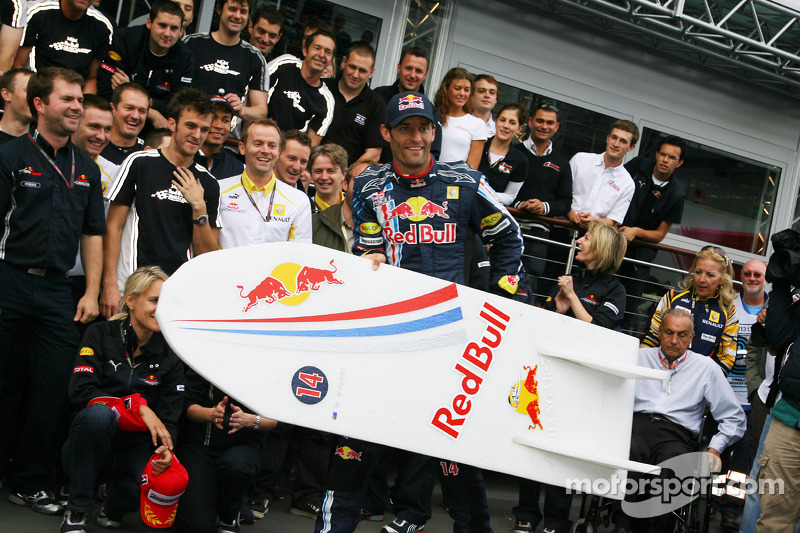 Race winner Mark Webber, Red Bull Racing celebrates with his team