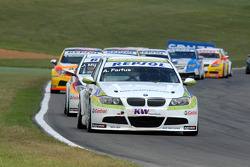 Augusto Farfus leads