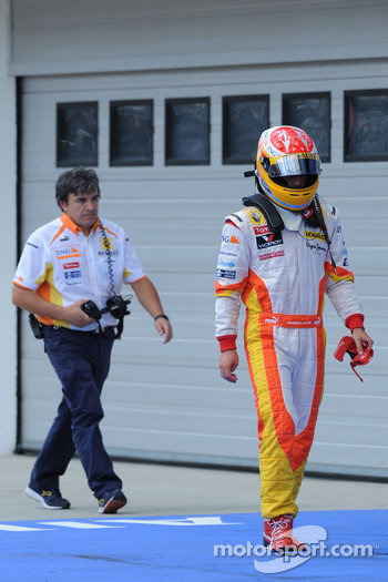 Fernando Alonso, Renault F1 Team after his lost his wheel