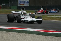 Roberto Crippa, McLaren M19 ahead of Gasoli's Ferrari 312