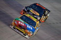 Kyle Busch, Joe Gibbs Racing Toyota, Martin Truex Jr., Earnhardt Ganassi Racing Chevrolet