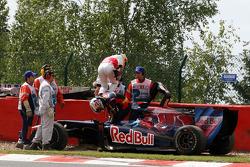 Crash, Lewis Hamilton, McLaren Mercedes, Jaime Alguersuari, Scuderia Toro Rosso