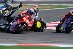 Crash of Colin Edwards, Monster Yamaha Tech 3, Alex De Angelis, San Carlo Honda Gresini, Nicky Hayden, Ducati Marlboro Team