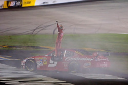 Race winner Kasey Kahne, Richard Petty Motorsports Dodge celebrates
