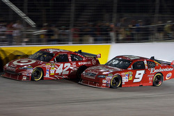 Juan Pablo Montoya, Earnhardt Ganassi Racing Chevrolet and Kasey Kahne, Richard Petty Motorsports Dodge