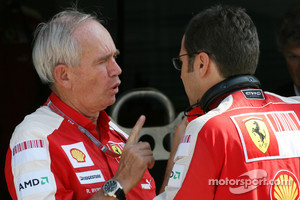 Rory Byrne, Scuderia Ferrari, Design and Development Consultant and Stefano Domenicali, Scuderia Ferrari Sporting Director