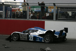 #33 Speedy Racing Team Sebah Lola B08/80 Coupé - Judd: Jonny Kane, Benjamin Leuenberger, Xavier Pompidou crashes on the last lap