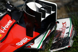 The broken front wing of Kimi Raikkonen, Ferrari