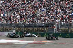 Fernando Alonso, McLaren MP4-31 leads Lewis Hamilton, Mercedes AMG F1 Team W07 and Valtteri Bottas, Williams FW38